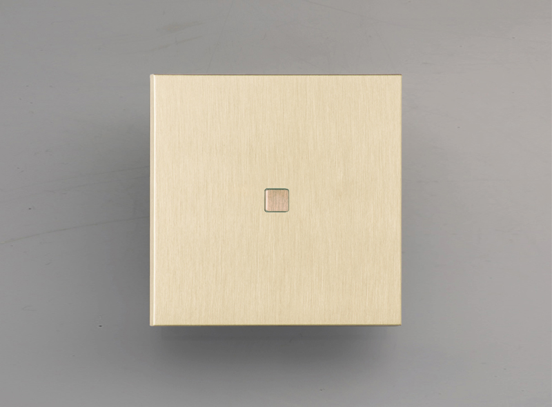 manhattan_luxonov_pushbutton_brushed-brass_lb-2