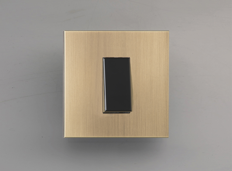 paris_luxonov_switch_brushed-brass_vo