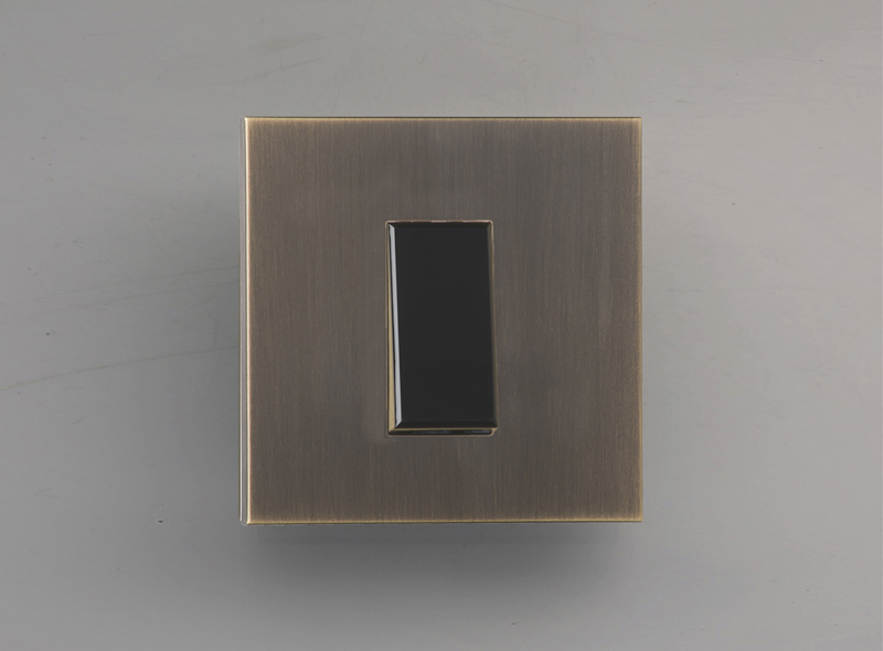 paris_luxonov_switch_medium-bronze_bm