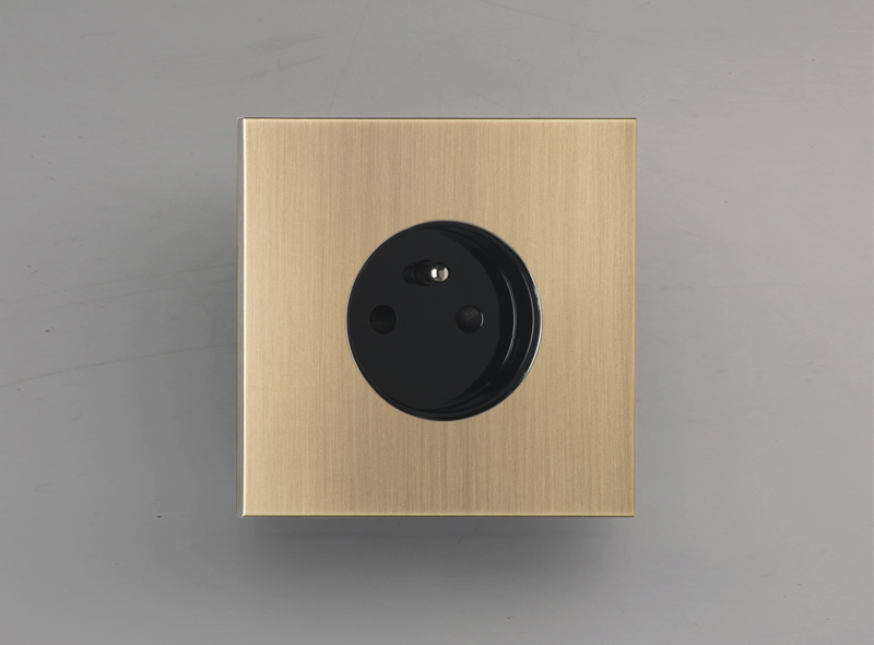 siam_luxonov_socket_brushed-brass_vo