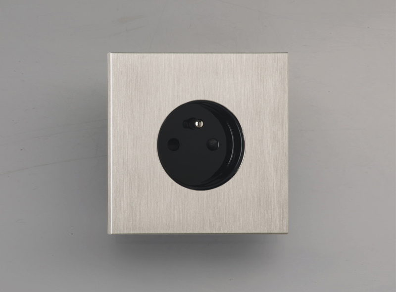 siam_luxonov_socket_brushed-nickel_nb