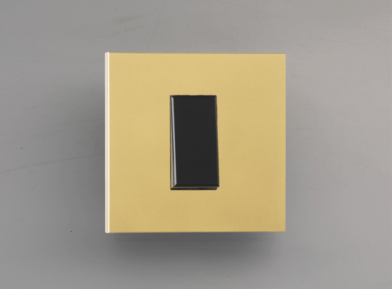 paris_luxonov_switch_24k-gold_om