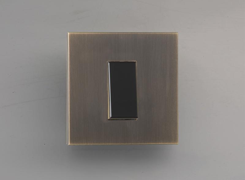 paris_luxonov_switch_medium-bronze_bm