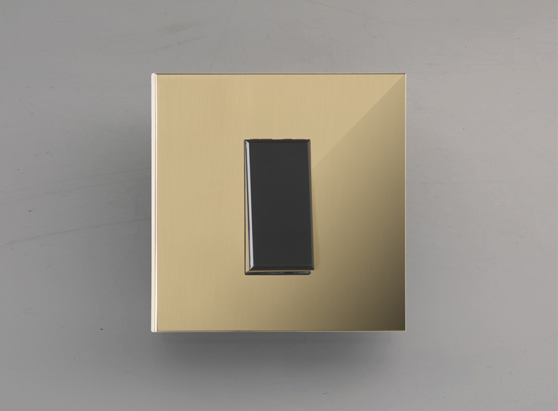 paris_luxonov_switch_mirror-brass_lm